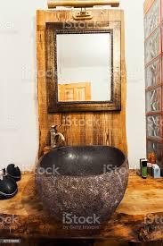 holz und stein rustikalen waschbecken stockfoto und mehr bilder badezimmer