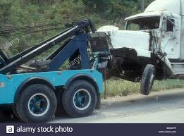 100 Wrecked Truck Towing Stock Photo 22709003 Alamy