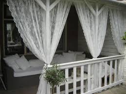 romantische veranda mit ikea gardinen die die mücken nicht