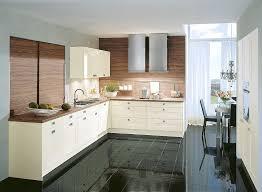 l form küche in altweiß mit arbeitsplatte und rückwänden in