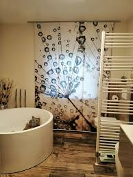 flächenvorhang silver bad perfekt in szene gesetzt