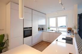 Moderne Weisse Küchen Bilder Moderne Weiße Küche In U Form Grifflos Modern Küche