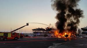 incendie dans le port de la pointe à marseille