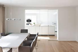 schiebetur kuche wohnzimmer modern glas transparent weiss