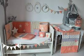 chambre fille grise décoration chambre bébé corail doré abricot gris saumon album