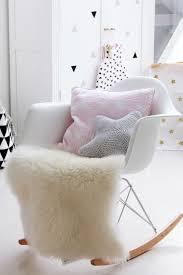 fauteuil maman pour chambre bébé une chambre de fille pastel eames bascule et hirondelle