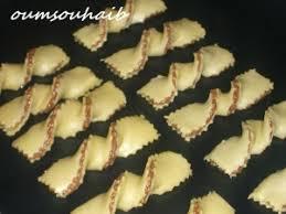 cuisine alg駻ienne gateaux cravate chocolatée au halwa et pralin gâteau algérien le sucré