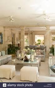 wohnzimmer mit säulen in leamington haus kolonialvilla