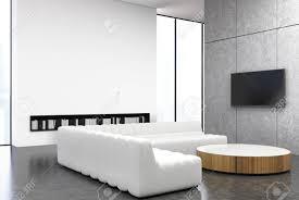 weißes und graues wohnzimmer interieur mit einem runden tisch weiße sofas in der nähe hohe fenster ein fernseher und bücherregale 3d rendering