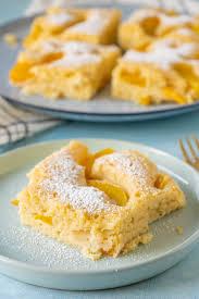 saftiger buttermilchkuchen mit pfirsichen