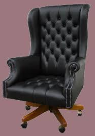 fauteuil bureau chesterfield fauteuil de bureau anglais roll arm en cuir de vachette coloris noir