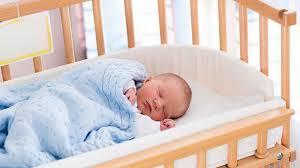 quand mettre bébé dans sa chambre sommeil bébé sur le ventre le dos le côté comment bien