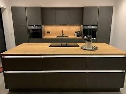arbeitsplatte küche tresen insel ablage regal eiche massiv