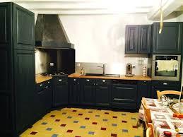 repeindre sa cuisine rustique modele de cuisine rustique peindre sa cuisine en gris noir ou