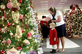 Christmas Comes To Crossroads Mall Through United Ways Wonderland Of Trees