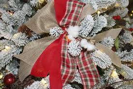 Easy To Make DIY Bows Add The Perfect Professional Look Your Christmas Tree