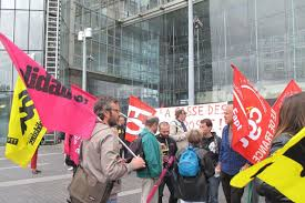 poste porte d italie les postiers toujours en grève le parisien