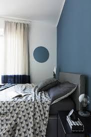 blaue wand im schlafzimmer im bild kaufen 12664810