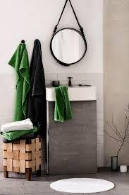 industriedesign im bad holzhocker minimalistisch