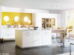 cuisine jaune et blanche idées déco pour une cuisine chic et élégante décoration