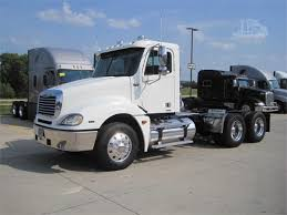 100 Truck Country Dubuque 2006 FREIGHTLINER COLUMBIA 120 For Sale In Iowa