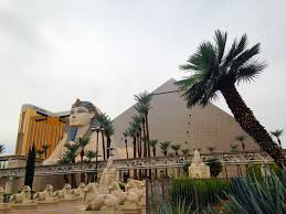 Luxor Casino Front Desk by A Guide To The Hotels And Casinos On The Las Vegas Strip