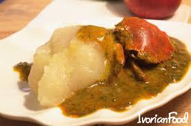 comment cuisiner poulet fumé servir le placali avec une bonne sauce gombo au poulet fumé ou à