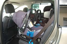 peut on mettre 3 siege auto dans une voiture casse tête 3 bons sièges auto dans une voiture
