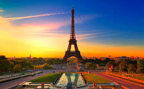 Various Tourist Attractions That Make This City So Famous Paris Is A Offering Great Cultural And Historical Attraction Other Thing