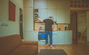 darf der backofen direkt neben dem kühlschrank eingebaut