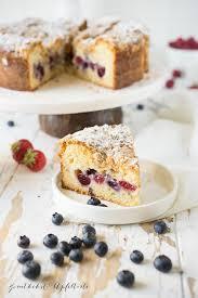 beeren kaffeekuchen mit cheesecake kern und zimtstreuseln