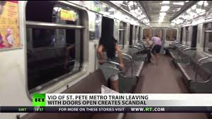 Metro Scandal train leaves with doors open in St Pete