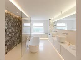 75 badezimmer mit farbigen fliesen ideen bilder april