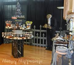 Halloween Cubicle Decorating Ideas by Best 25 Halloween Party Themes Ideas On Pinterest Halloween