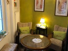 مقهى amélies wohnzimmer القريبة من مدينة frankfurt في