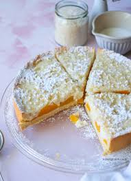 milchreiskuchen mit pfirsichspalten