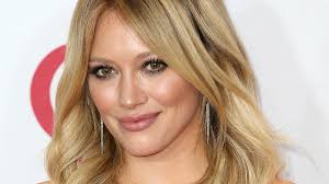 Lizzie Mcguire Halloween by Hilary Duff Is Up For A Lizzie Mcguire Reunion Please Wait While
