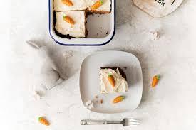 karottenkuchen mit pekannüssen und datteln