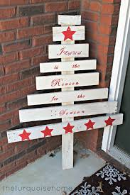 DIY White Pallet Tree With Red Paint Decor Via Theturquoisehome