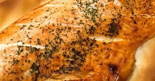 cuisiner filet de saumon filet de saumon grillé aux herbes et sa salade de pomme de terre
