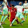 Neuer tỏa sáng, Bayern Munich thoát thua trên sân nhà
