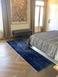 ein persischer handgefertigter designerteppich in blau