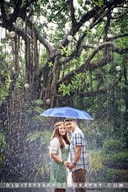 Rainy Day Engagement Photo Theme Prenup T