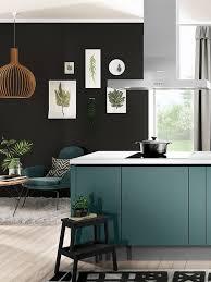 die küche ist ein highlight in aquamarin die fronten sind