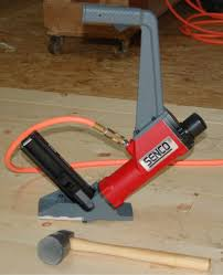 Flooring Nailer Vs Stapler by Senco Shf200 Hardwood Flooring Nailer Review Pro Tool Reviews