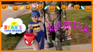 Best Halloween Candy For Toddlers by Kid Halloween Trick Or Treat Candy Haul Prank On Ryan I Told My