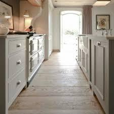 holzboden in der küche 18 stilvolle designs für jeden
