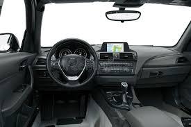 l intérieur ou l intérieur d une voiture moderne illustration