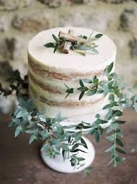 Rustic One Tier Wedding Cake With Cinnamon And Leaves
