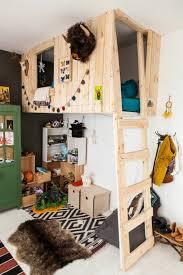 cabane dans la chambre lit cabane votre enfant part à l aventure dans sa chambre